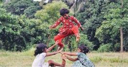 বিলুপ্তির পথে গ্রাম বাংলার ঐতিহ্যবাহী গ্রামীণ খেলাধূলা