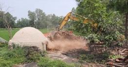 কালিয়াকৈরে কয়লা উৎপাদন করা চুল্লি ভেঙে দিয়েছে ভ্রাম্যমাণ আদালত