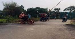 গাজীপুরের পূবাইল বাজারের রেল গেট ভেঙেছে ঝড়ে, দ্রুত মেরামতের দাবি