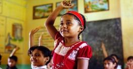 উপবৃত্তির সঙ্গে জামা-জুতা কেনার টাকাও পেল শিক্ষার্থীরা