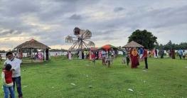 কালিয়াকৈরে লকডাউন না মেনে মানুষ ভিড় করছে মকশ বিলে